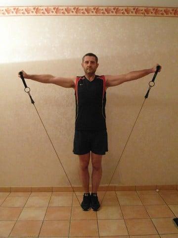 Musculation épaule - élévations latérales debout 2