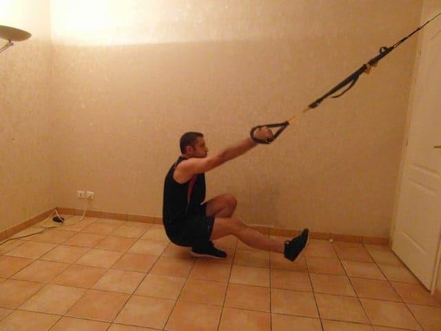 Faire du sport quand on a pas le temps - Squat une jambe avec TRX 2