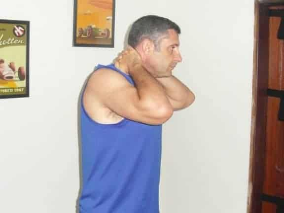 Stretching pour la nuque 2