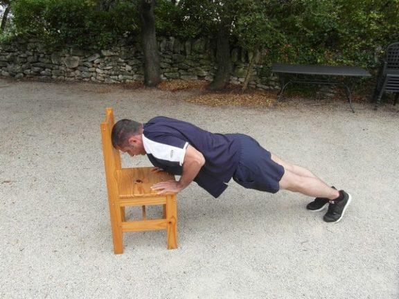 Exercices poids du corps - Pompes inclinées 2