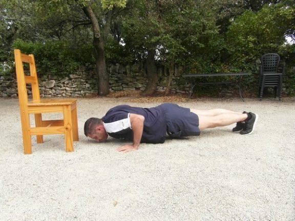Exercices poids du corps - Pompes avec tape 2