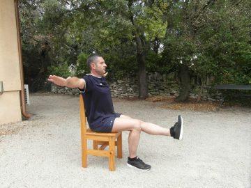 Exercices poids du corps - Relevé de jambe et torsion 1
