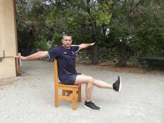 Exercices poids du corps - Relevé de jambe et torsion 2