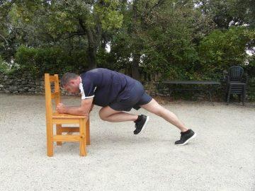 Exercices poids du corps - Planche avec levée des genoux 3