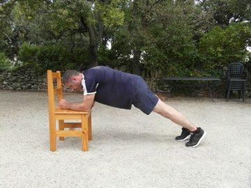 Exercices poids du corps - Planche avec levée des genoux 2