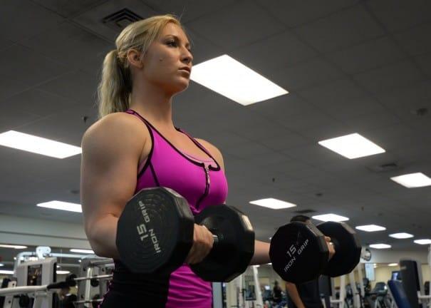 Curl biceps pour se muscler les bras
