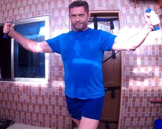 Stéphane vierge en séance de musculation - Sport Chez Soi