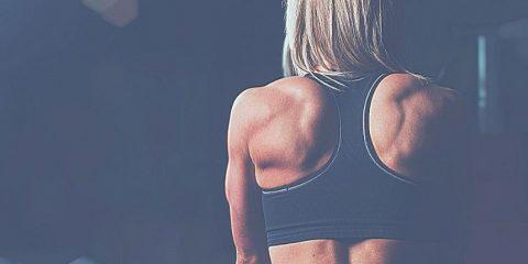 20 super exercices de musculation dos à la maison avec élastique
