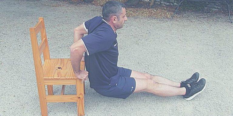 15 exercices poids du corps pour une séance avec une simple chaise