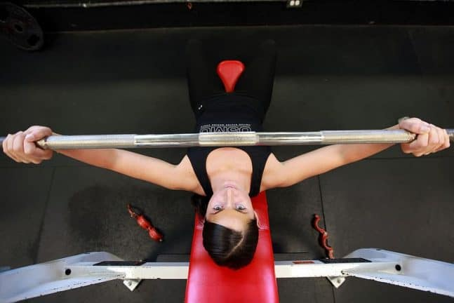 exercice de musculation dévéloppé couché pour prendre du muscle