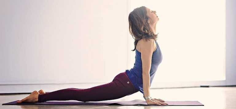 yoga - activité physique adaptée pour retrouver la forme