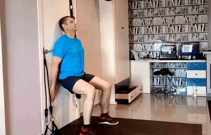 Wall squat pour renforcer les genoux