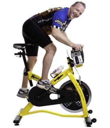 faire du vélo d'appartement ou spin bike